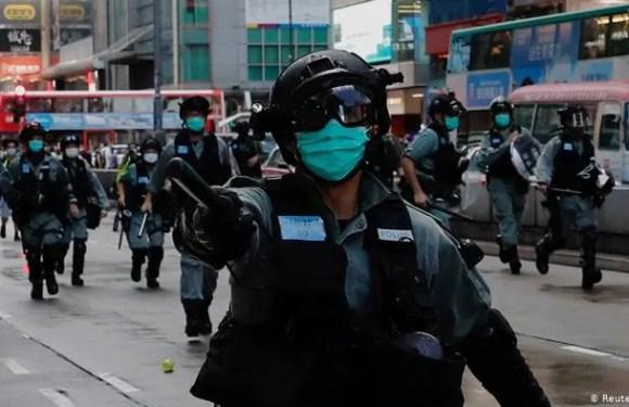 La policía de Hong Kong dispersa las protestas contra la nueva ley de seguridad