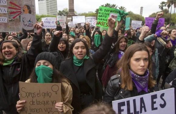 México: expertas en derechos humanos piden a la policía proteger a las mujeres que protestan contra los feminicidios