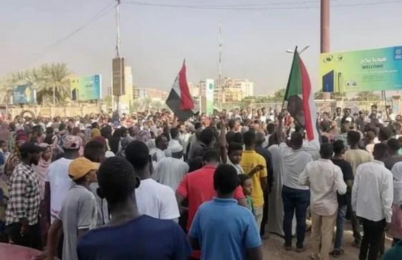 SUDÁN, militares capturan al primer ministro y toman el poder.