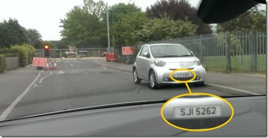Idiot pared at traffic lights in Clifton - reg. no. SJI 5262