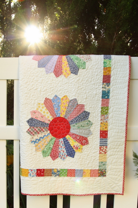 Vintage inspired Dresden Plate Quilt-001