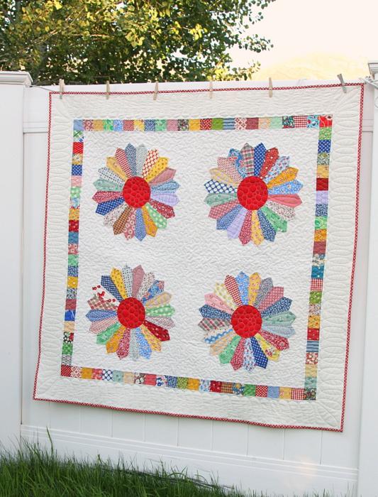 vintage inspired Dresden Plate quilt