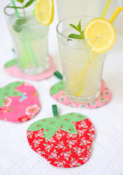 Quilted Strawberry Coaster free tutorial