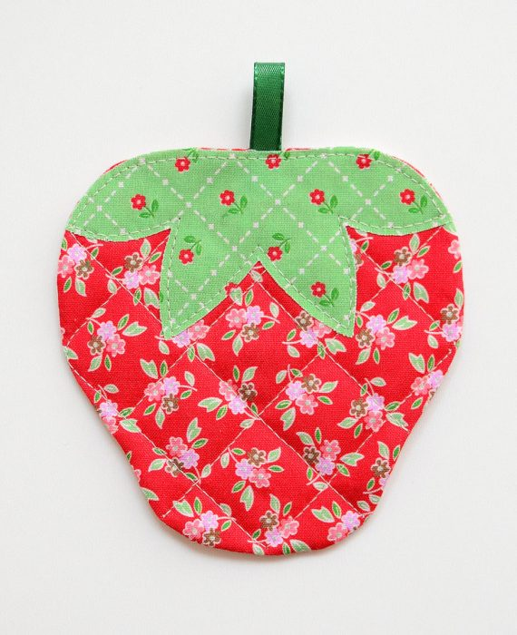 Free Pattern: Quited Strawberry Coaster Tutorial