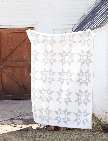 Modern two tone gray and white Sawtooth Star free quilt pattern