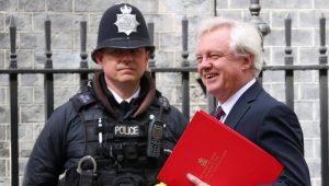 Sous le feu des critiques, Londres prépare un livre blanc pour l'après-Brexit