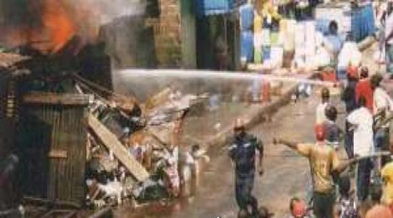 Incendie au marché Petersen : Près de 300 cantines et magasins de stockage ravagés.
