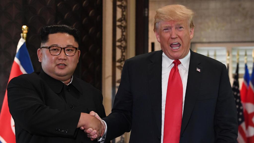Un an après le sommet de Singapour, où en sont les relations entre Trump et Kim?