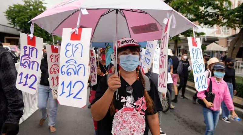 Thaïlande: malgré le Covid-19, des manifestants défilent pour l'anniversaire de la révolution