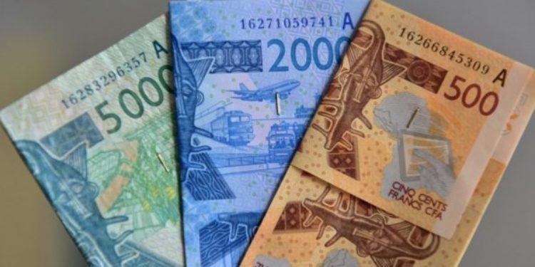 Transfert d'argent vers une taxation des services offerts aux clients