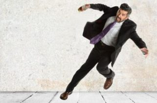 Você deve relaxar completamente seu corpo antes do impacto ao cair?