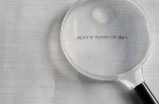 Por Que Os Livros Têm Páginas Intencionalmente Deixadas Em Branco?