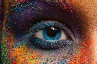 A cor dos olhos, ou melhor, a quantidade de pigmento na íris, é determinada pela genética.No passado, os cientistas acreditavam que era tão simples quanto