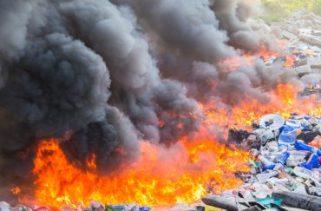 Por que não podemos queimar lixo em um ambiente fechado que não deixa escapar a fumaça?