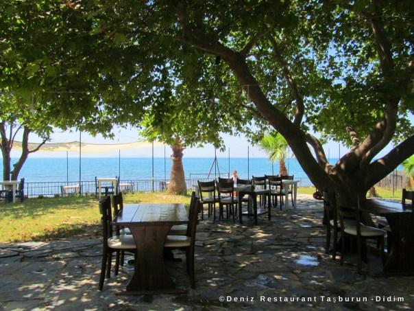 Deniz REstaurant Taşburun sahilinde Didim Yolunda