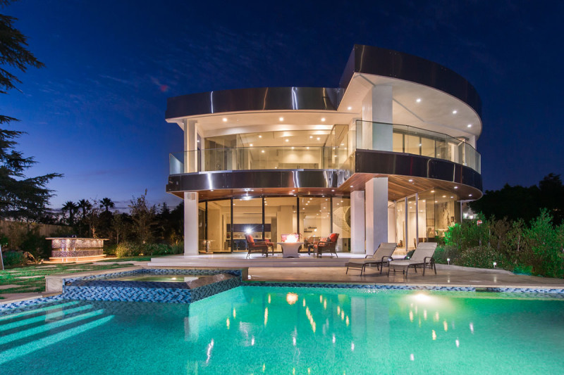 futuristic-luxury-home