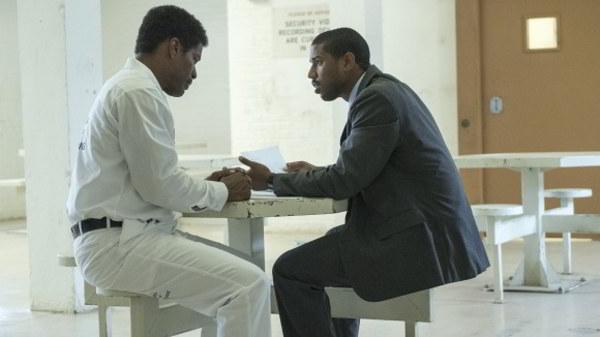 Der schwarze Anwalt Brian Stevenson (Michael B. Jordan, rechts) übernimmt die Verteidigung des zum Tode verurteilten Walter McMillin (Jamie Foxx)