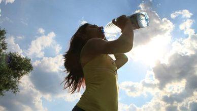 7 Anzeichen das wir zu wenig Wasser trinken