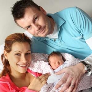 Thomas Helmer und Yasmina Filali mit Tochter Sam