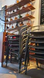 Plaza Stühle in Vorbereitung