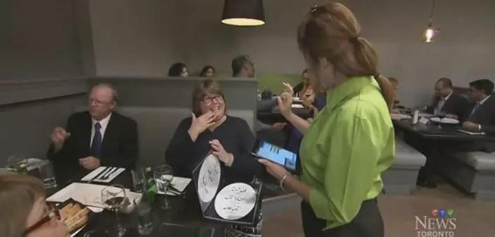 Los clientes entran en contacto con el lenguaje de sordos americano