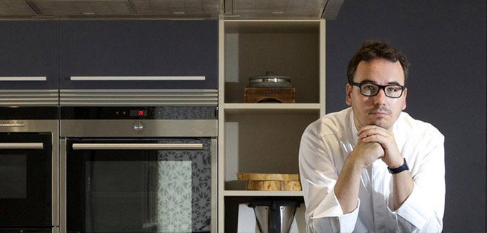 Paco Morales in the kitchen with the 3D printer