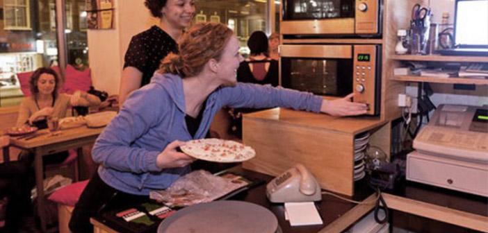 Restaurant Base. En vertu du principe de votre propre nourriture Apportez