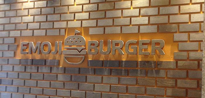 Ceci est un autre restaurant fast-food sain qui fonde également son menu dans différents aliments Emoji.