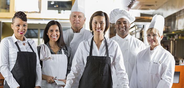 Entourez-vous avec des serveurs bon niveau et bien formé, ils peuvent apprendre les uns des autres et forment finalement une grande équipe.