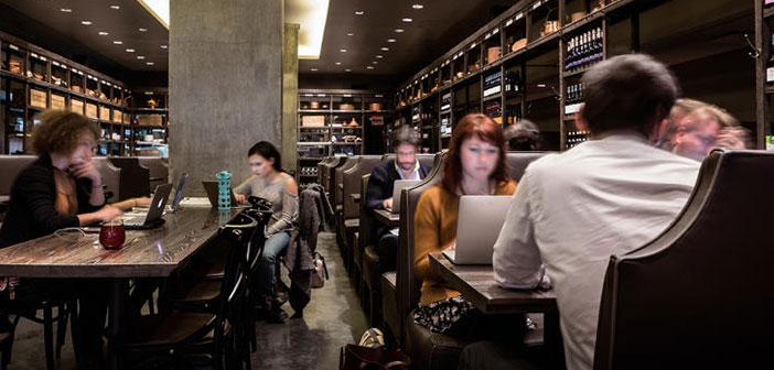 Por 95$ al mes dispones de un espacio en un restaurante o cafetería de diseño con una serie de servicios añadidos que puedes utilizar durante las horas que el restaurante permanece abierto para los usuarios del servicio pero no para el público.