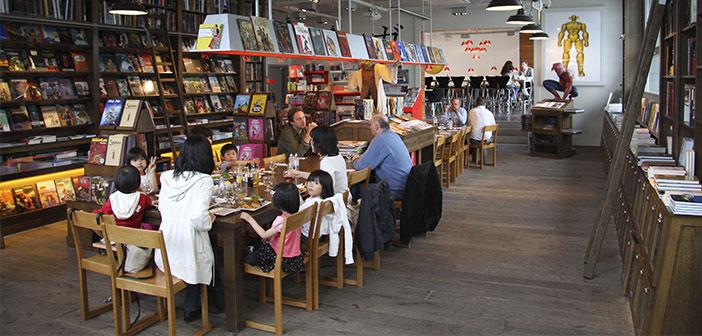 Organiser une rencontre littéraire dans votre restaurant ou suggérer dans vos réseaux sociaux pour les clients avec un livre ce jour-là pour faire un don, faire un échange ou laisser une note à chaque compte avec les célèbres citations de célèbres auteurs.