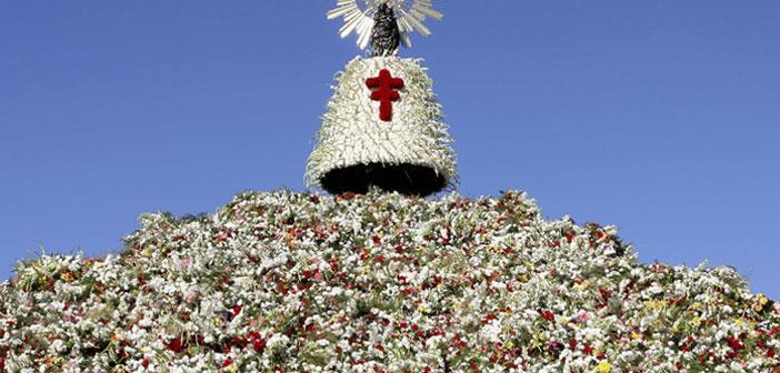 La Virgen del Pilar et son manteau de fleurs.