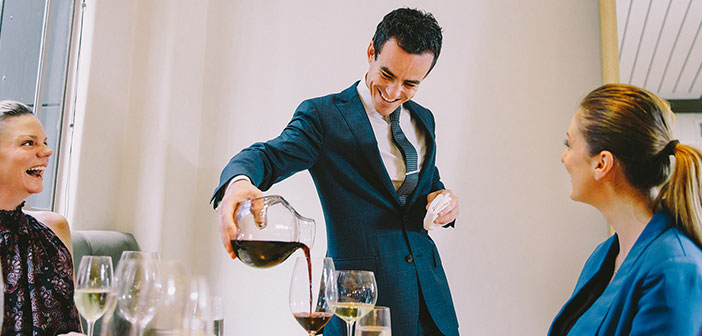 The first idea is that wine is important in the restaurant and gives prestige, something that many restaurateurs seem to have as clear.
