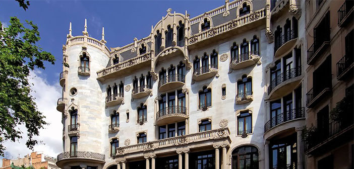 In Spain a unique setting was chosen as are the rooms of the Hotel Casa Fuster, in the heart of Barcelona.