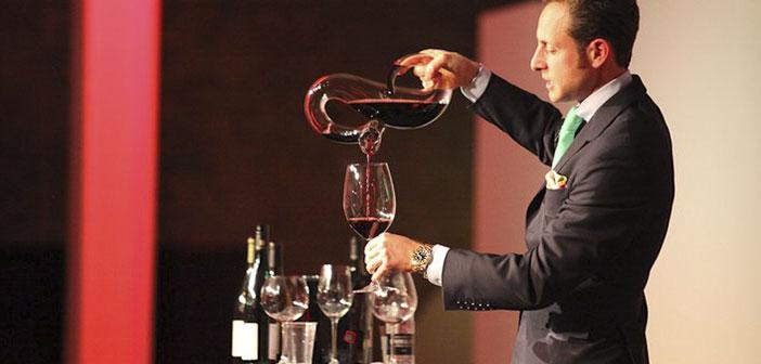 """Peut-être que la société autrichienne Riedel sont la quintessence du raffinement. dés Rober Parker: & Quot, ils sont les meilleurs verres pour usage technique et pour le plaisir « et » l'effet sur le vin de qualité est profonde """"."""