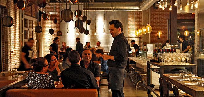 Aujourd'hui, il est plus probable que les clients connaissent le restaurant utilisateur Twitter que l'un des noms de ses employés, de se déplacer d'une face manifestársela d'opinion TripAdvisor regardant du côté du gestionnaire ou cuire, même un restaurant a des milliers d'amis numériques qui ne savent jamais, mais peut-être cela est la réalité que nous vivons a été touché basé sur la modernité liquide Bauman.