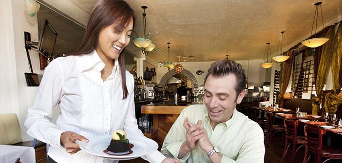 La rentabilité et la solvabilité des restaurants sont directement liés à l'excellence du service, et nous devons veiller à obtenir de bonnes critiques en ligne.