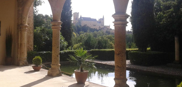 The Monastery of El Parral, in the same Segovia, They are a small example of this practice.