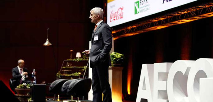 "After the break, it was the turn of Mr.. Andrea Illy, President de Illy Caffé, one of the men most visionary business globally. In his speech ""How heavy innovation and brand today?"","