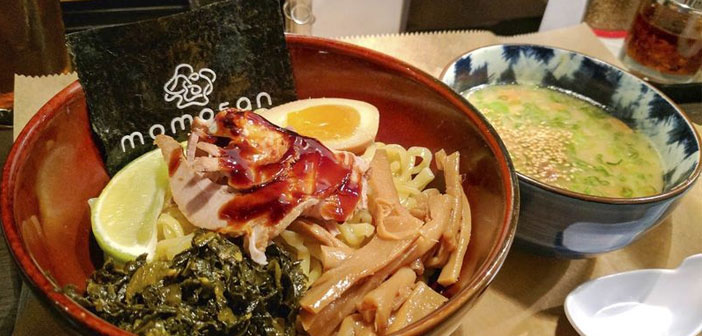 An example of it, It is the new E.A.K. Ramen New York, the second restaurant in the US territory of this popular Japanese chain, nori in the accompanying bowl of ramen, It is printed the name of the restaurant.