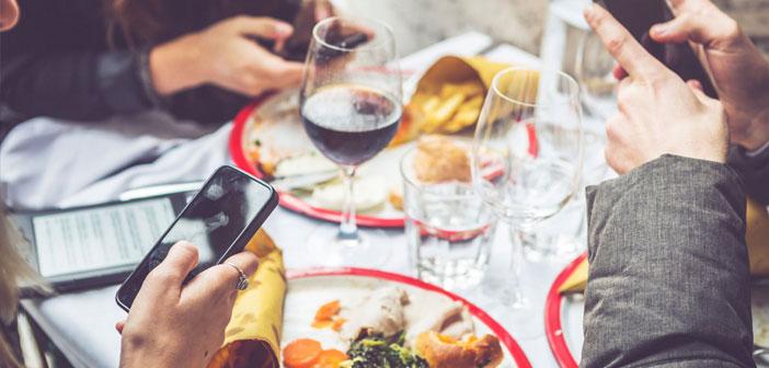 À l'heure actuelle beaucoup de métiers, si oui ou non les restaurants, Ils ont une présence en ligne, il est quelque chose qui est à l'ordre du jour. Par exemple: réseaux sociaux, à travers ces restaurant peut être libéré. En outre, ayant une plate-forme en ligne vous pouvez gérer un ensemble de facteurs, comme réserves.