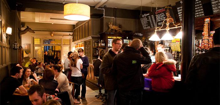 """El """"afterwork"""" es una tendencia gastronómica que surgió en Estados Unidos y se ha extendido a muchas partes del mundo. Muchos clientes se decantan por esta opción, porque quieren un plan alternativo a la salida del trabajo con el que puedan relajarse y socializar tomando algo."""
