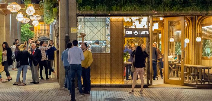 Por ejemplo, en el diseño del restaurante KohLanta el objetivo a lograr era captar la identidad de los puestos callejeros de comida asiática y conseguir una alta rotación con un mínimo de comensales. Todas las decisiones tomadas respondían a este requerimiento.