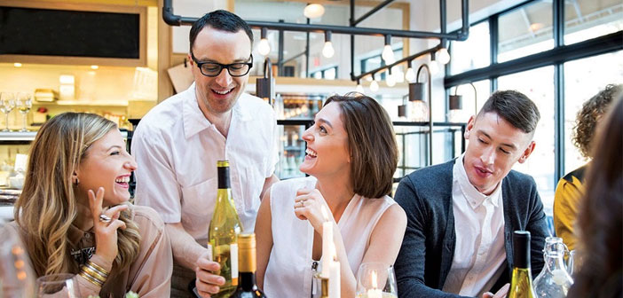 """Many restaurateurs wonder: & Quot; How and what can motivate staff?"""". If the waiters are considered part of the team, They will be motivated to serve customers well and ensure their return to the local."""