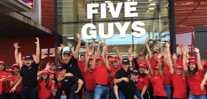 La cadena de hamburguesas Five Guys impulsa su presencia en España