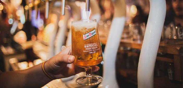 Con este día tu negocio tiene múltiples posibilidades, y más aún con el boom de la cerveza artesana que se ha producido en los últimos años. Puedes realizar eventos apoyándote en la cerveza que tienes en tu local o introduciendo marcas nuevas para ese día. Una cata de cervezas, que con el calor apetecen tanto, puede ser una buena idea.