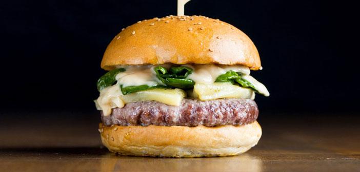 La Peregrina, pour sa part, Il était un hamburger avec des arômes doux et bien relié. Nous ne savons pas comment ils ont fait, mais les poivrons Padrón, célèbre parce que certains sont chauds et d'autres pas, étaient tous parfum à base d'herbes douces et profondes. fromage galicien fond parfaitement, et donc il sert de couverture pour envelopper les ingrédients: boeuf d'abord, flocons de sel et coing émulsion de citron et améliore grignon toutes les saveurs ensemble merveilleusement ligue.