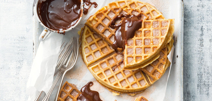 In fact, They are already several restaurants that have introduced the waffle (waffle) as an ingredient in desserts in his letter. Do something similar for that day and promote it as a novelty in your networks.