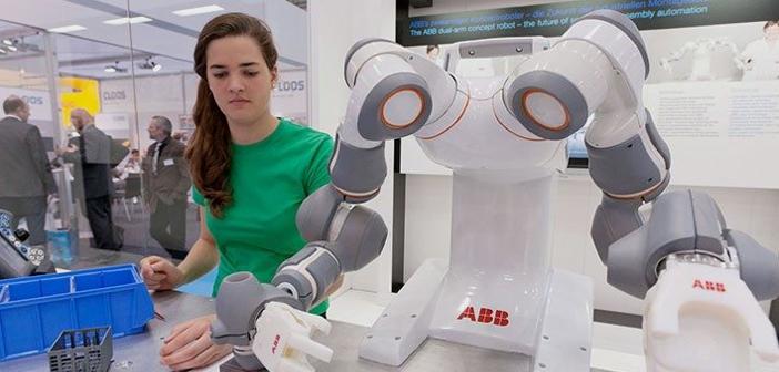 Un cobot or co-robot (de collaborative robot) es un robot creado para interactuar físicamente con humanos en un entorno colaborativo de trabajo.