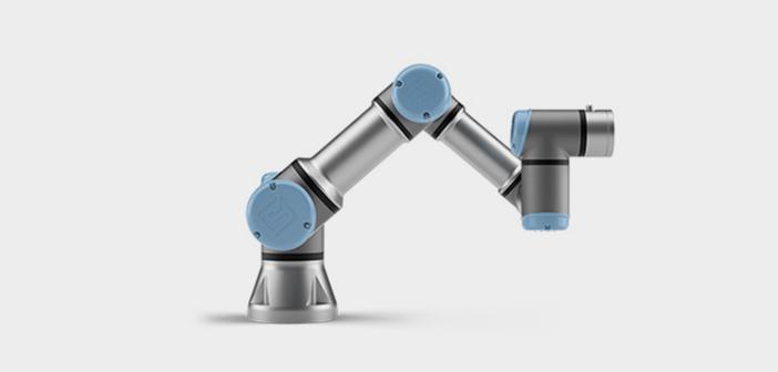 Universal Robots ont vendu six robots à des unités de restaurants au cours des derniers mois parce que les entreprises ne peuvent pas trouver des travailleurs qualifiés. Les gens qui ont utilisé pour couvrir le créneau particulier étaient d'Europe de l'Est, les immigrants qui sont maintenant de retour à leur pays d'origine et on ne sait pas si elles seront.